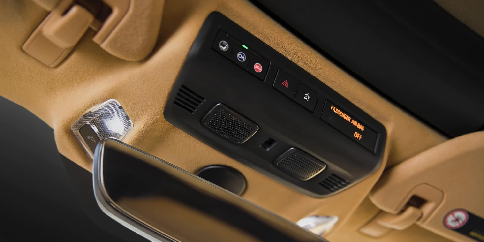 dettagli-comandi-luci-e-specchietto-Corvette-c8-stingray-2020-auto-sportiva-a-motore-centrale-disponibile-con-allestimento-coupe-e-convertible-in-esclusiva-presso-gruppo-cavauto-a-Monza.jpg