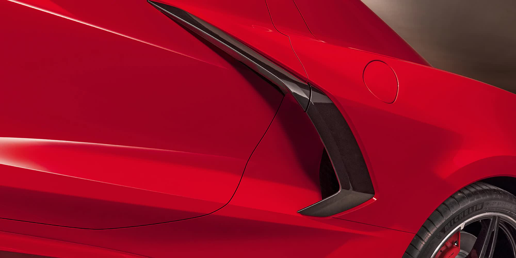 dettaglio-Corvette-c8-stingray-2020-rossa-auto-sportiva-a-motore-centrale-disponibile-con-allestimento-coupe-e-convertible-in-esclusiva-presso-gruppo-cavauto-a-Monza.jpg