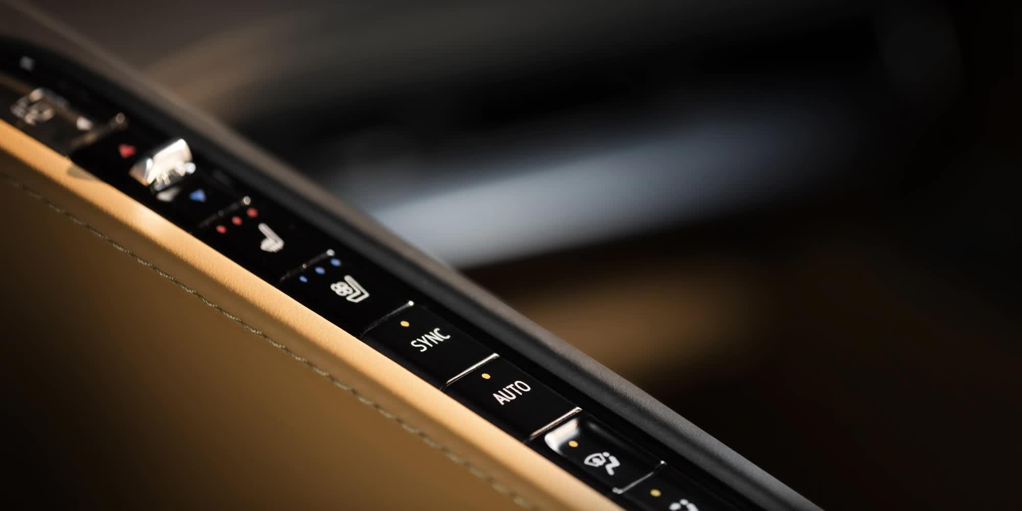 dettaglio-comandi-Corvette-c8-stingray-2020-auto-sportiva-a-motore-centrale-disponibile-con-allestimento-coupe-e-convertible-in-esclusiva-presso-gruppo-cavauto-a-Monza.jpg