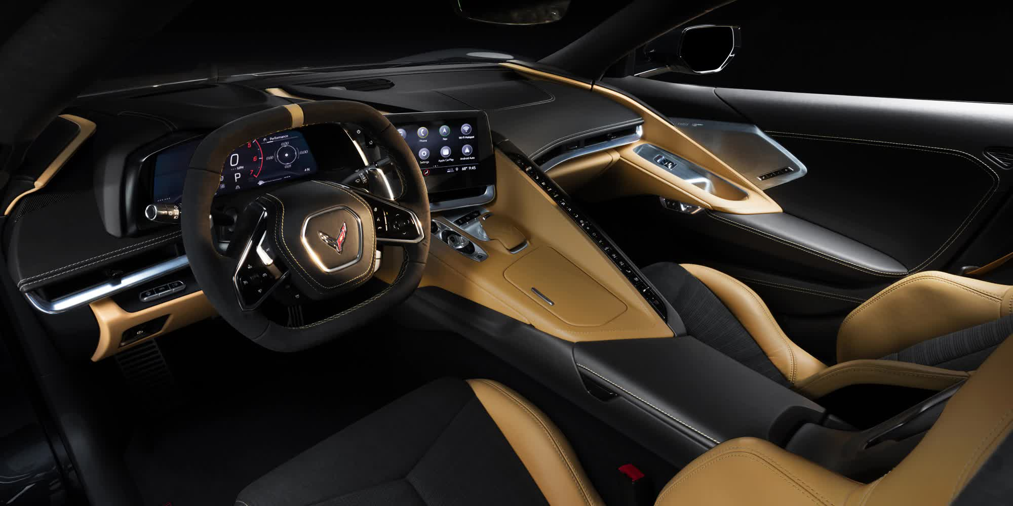 sedili-e-volante-in-pelle-beige-Corvette-c8-stingray-2020-auto-sportiva-a-motore-centrale-disponibile-con-allestimento-coupe-e-convertible-in-esclusiva-presso-gruppo-cavauto-a-Monza.jpg