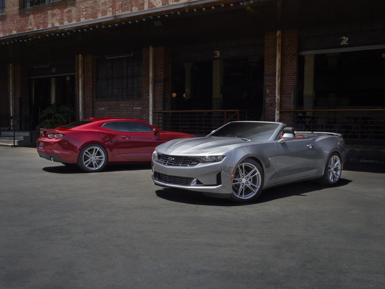 Chevrolet Camaro 2021 LS & LT - coupè o cabrio